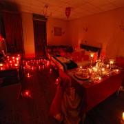 Evlilik Aşk Paketi Kalp mum, gül yaprağı balon yıl dönümü teklifi